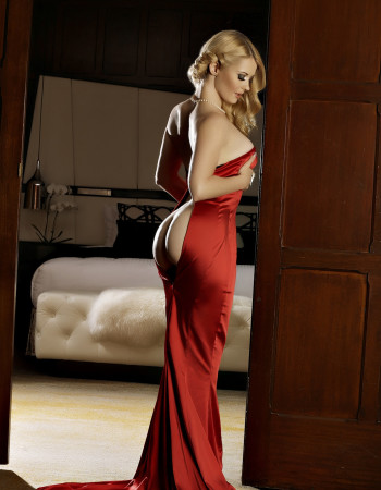 Private escort - Summer Knight is touring to Cairns by invitation