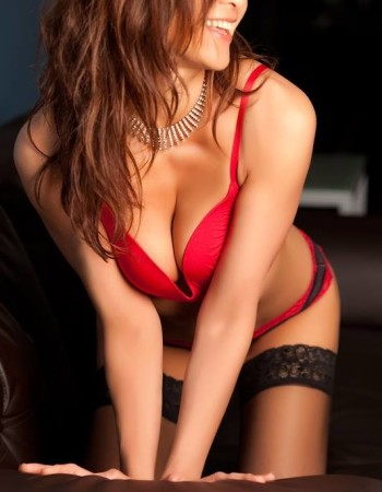 Private escort - Sarah Haywood touring to Brisbane