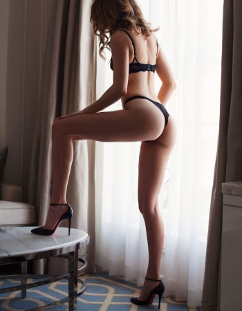 Brisbane independent private escort - Emily Ashford