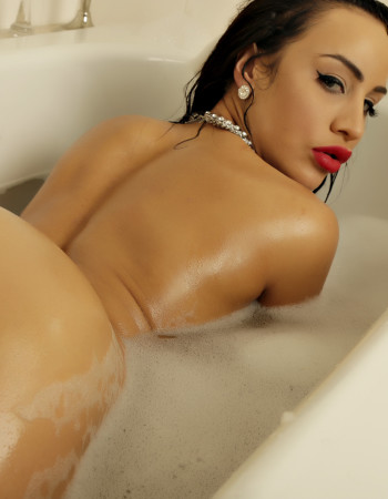 Private escort - Sophia Armani touring to Launceston