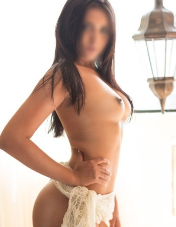 Private escort - Gabriela Souza  touring to