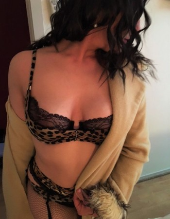 Adelaide independent private escort - Amber Valente