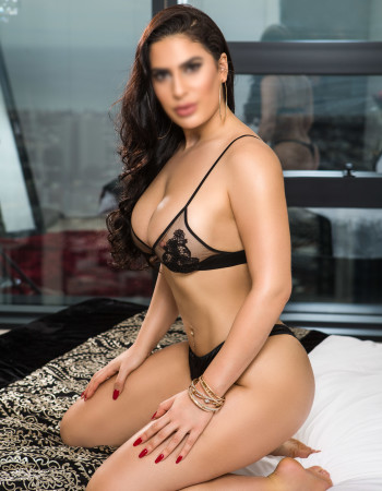 Private escort - Honey Adams touring to