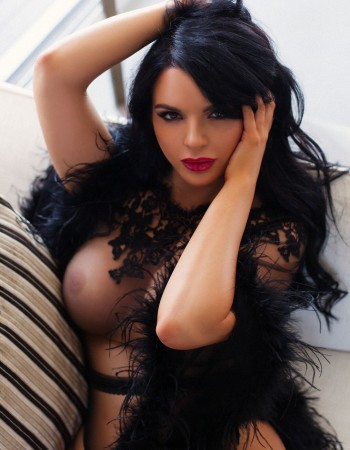 Private escort - Vivienne Black touring to Hong Kong