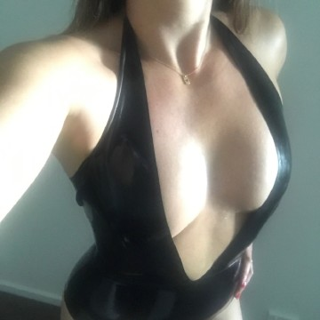 Selfie Pics from Darling Nikki - Private Escort Sydney