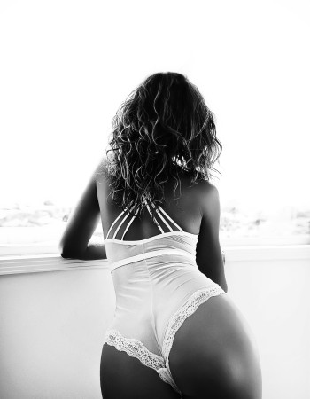 Brisbane independent private escort - Claudia Black
