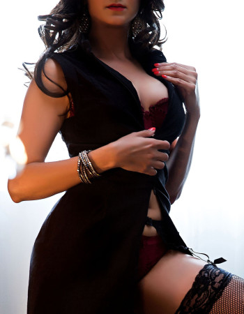 Private escort - Maiya touring to