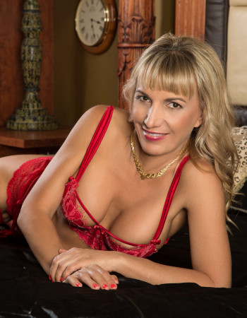 Brisbane independent private escort - Annie