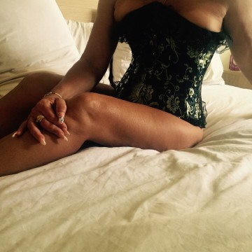 Selfie Pics from Roxy Rose - Private Escort Gold Coast
