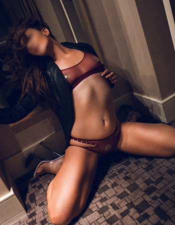 Adelaide independent private escort - Courtney Fox