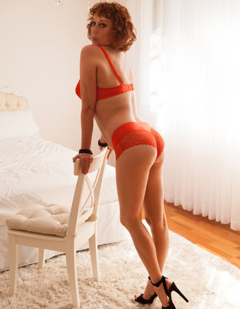 Private escort - Sarah Jessica  touring to