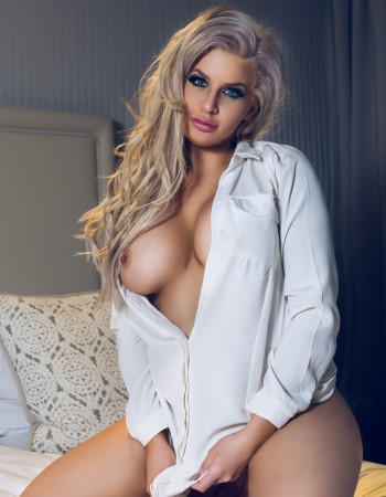 Private escort - Emily Moore touring to