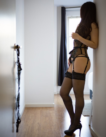 Independent private escort - Chloe Sakai - Melbourne