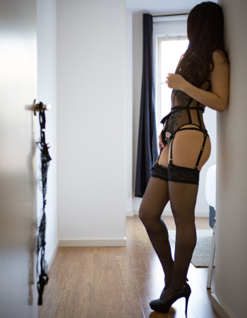 independent private escort - Chloe Sakai