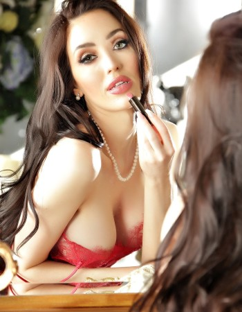 Private escort - Angelina Rose touring to Sydney