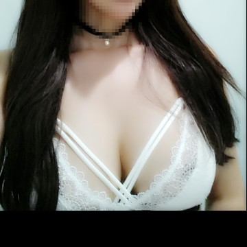 Selfie Pics from Yuna - Private Escort Sydney