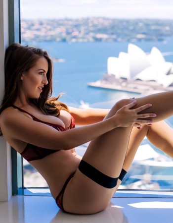 Private escort - Tash Cameron touring soon to Perth