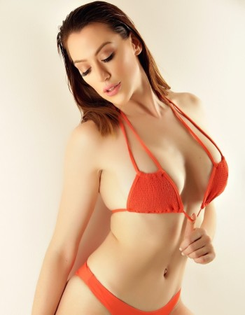 Private escort - Zoe Bellecy touring to Perth