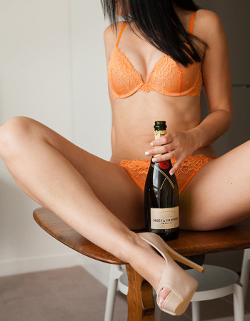 Brisbane independent private escort - Phoebe Bliss