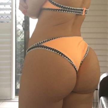 Selfie Pics from Honey Adams - Private Escort Melbourne