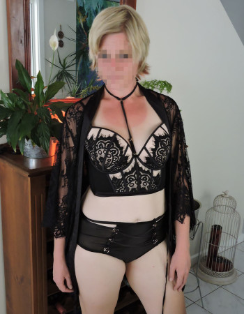 Adelaide independent private escort - Beautiful Roxy